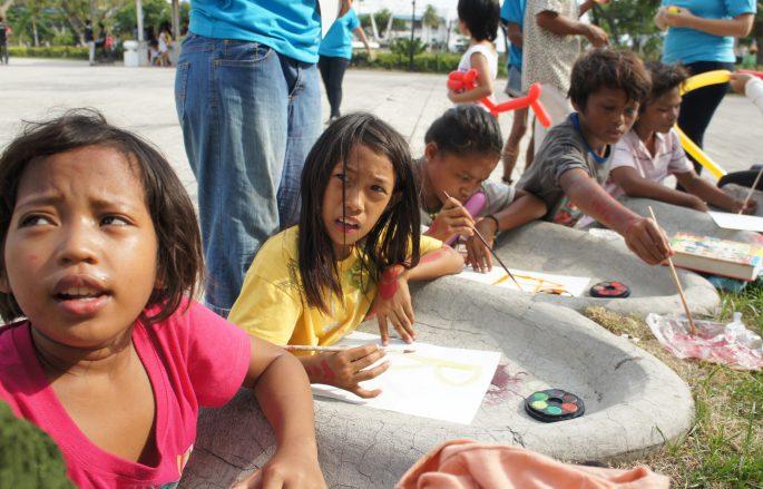 ストリートチルドレンの教育ボランティア