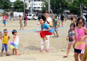 フィリピンまスラム街の子ども