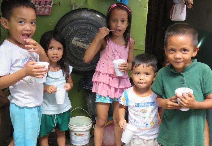フィリピンの子どもの食事