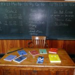 小学校の先生が人気の理由は高収入! でも合格率は30%