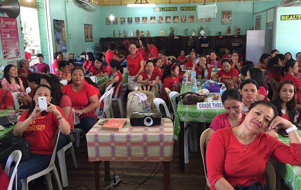 フィリピンの小学校の先生