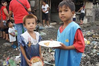 ゴミ山の食事配給活動