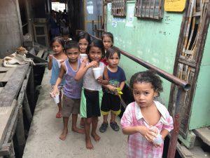 フィリピンのスラムの子供