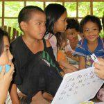 貧困の子どもが小学校を卒業できない理由は教育制度と家庭環境