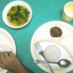 【フィリピン】小学校の給食と気になる生徒のお弁当の中身