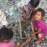 ゴミ集積場で廃品リサイクルの仕事をする子どもの危険
