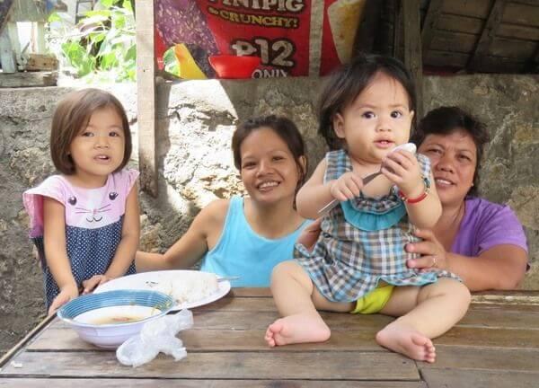 フィリピンのスラムの家族