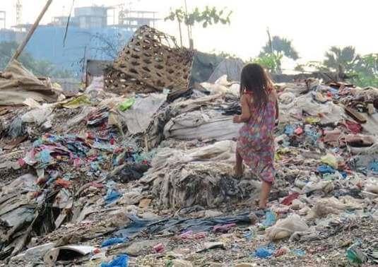 ゴミ山の少女