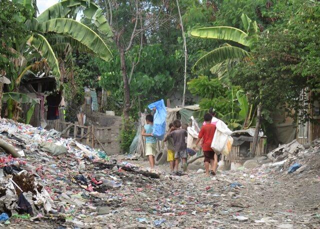 ゴミ山で働く子ども