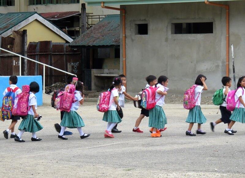 小学校の通学風景